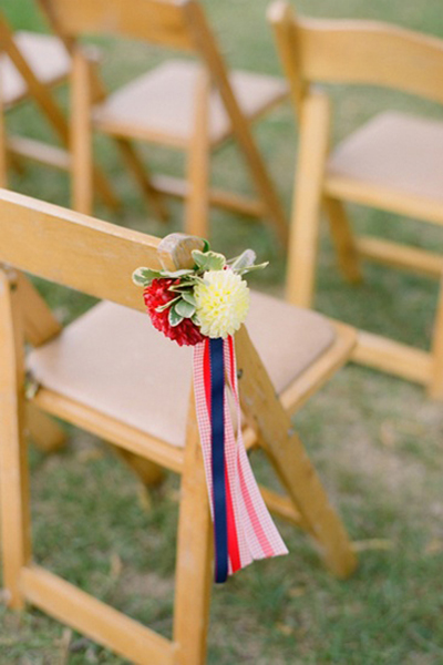 wooden-chair-with-flowers-and-ribbons2