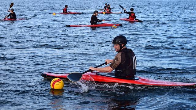 canoeing-3582315_640